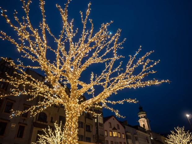 innsbruck-weihnachtsmarkt-leuchtbaum