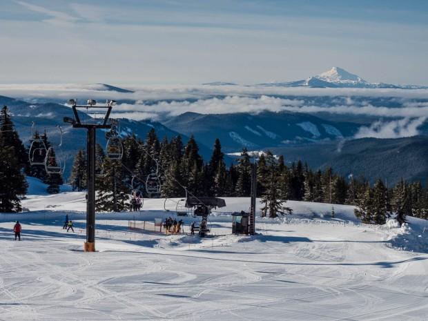 Skiing Mount Hood 01