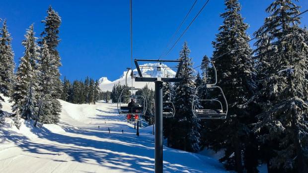 Skiing Mount Hood 02